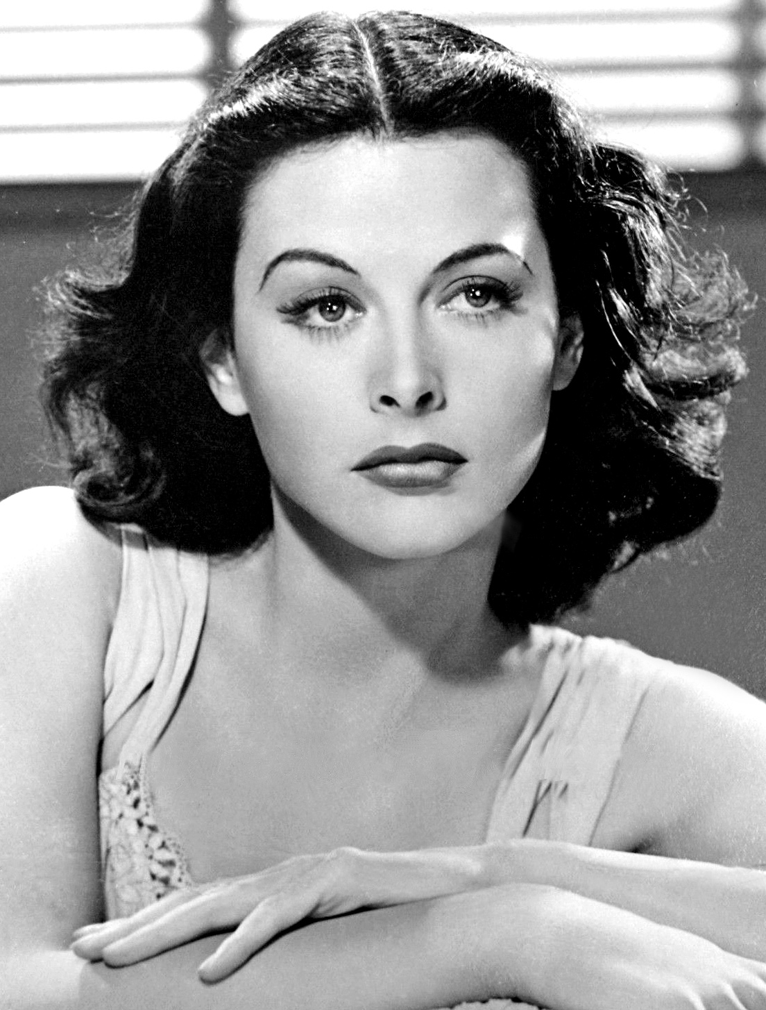 posts/2017-07-10-hedy-lamarr-more-than-the-most-beautiful-woman-in-the-world/Hedy_lamarr-1940.jpg
